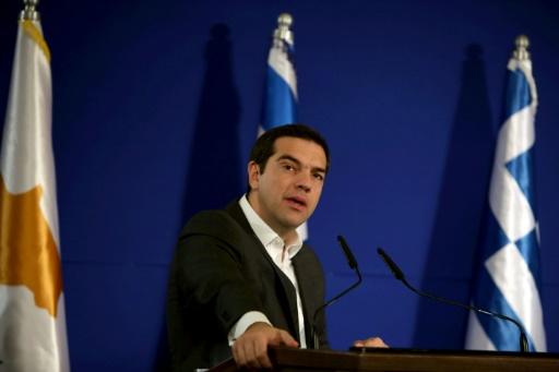 Athènes ose deux mesures sociales, Bruxelles suspend son aide — Dette grecque